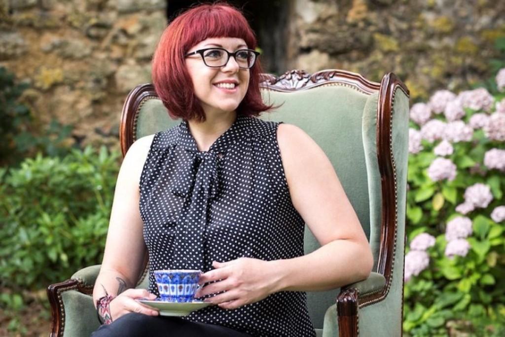 Victoria Schwab prende il tè