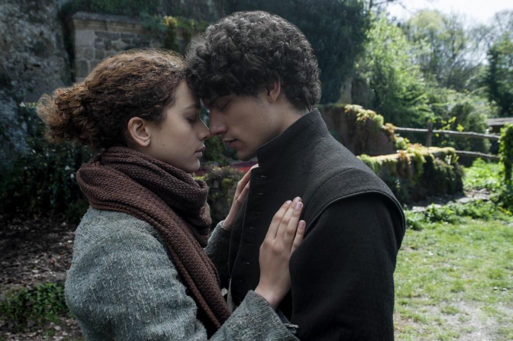 Adelaide e Pietro in un'immagine tratta dalla serie tv Netflix basata su Luna Nera