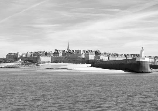 La ridente cittadina fortificata di Saint-Malo. Non sarà sempre così ridente.